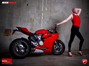 manigale-ducati-1199-wallpaper-08-1600x1200