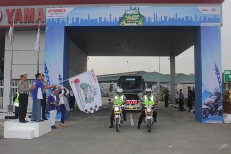Direktur_Sales_Yamaha_Indonesia_Sutarya_melepas_para_pemudik_di_Yamaha_Mudik_GT