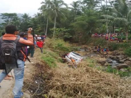 mobil masuk sungai gara-gara GPS