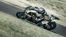 2015-Yamaha-YZF1000R1SPL-EU-Silver-Blu-Carbon-Action-004