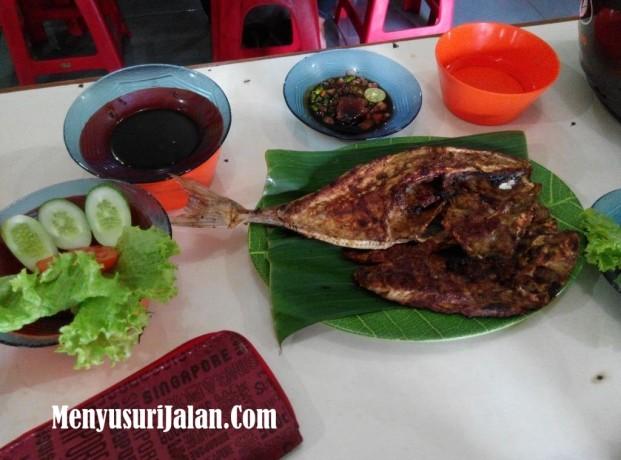 Ikan Etong Bakar A Badru (6)