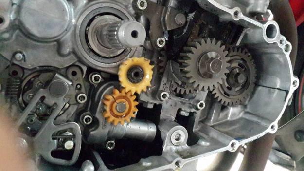 Gear pump oli R25 dari plastik pecah