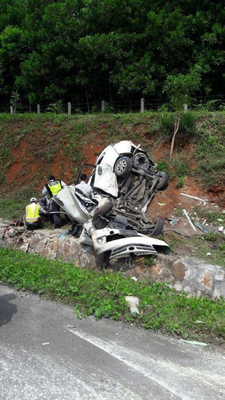 Kecelakaan cipali bus vs avanza
