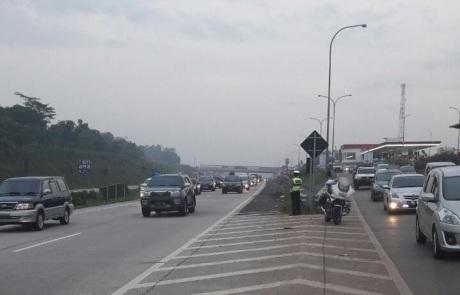 Polisi gunakan motor di tol