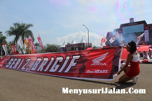 Umbrella Girl Honda Dream Cup (13)