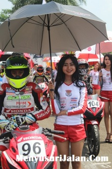Umbrella Girl Honda Dream Cup (32)