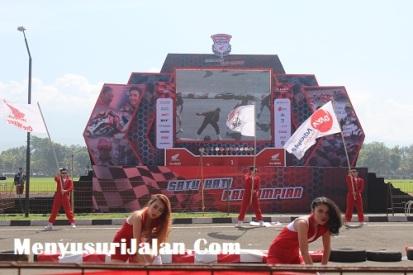 Umbrella Girl Honda Dream Cup (5)