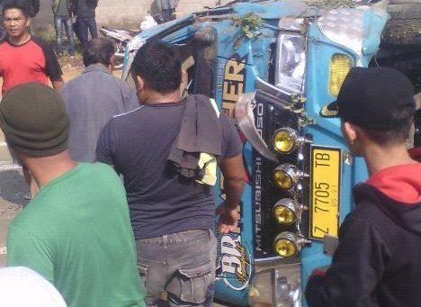 Kecelakaan Cicalengka Elf vs motor