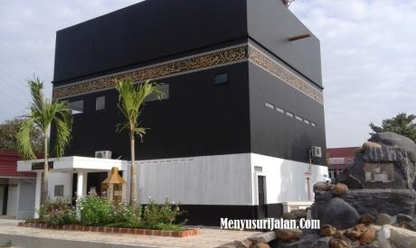 Masjid At Toyibah mirip Kabah
