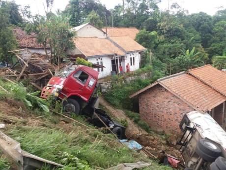 truk-pertamina-kecelakaan-di-purwakarta