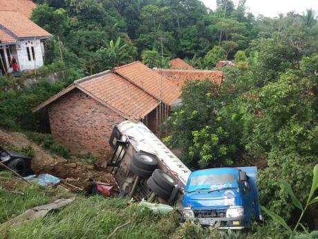 truk-pertamina-kecelakaan-di-purwakarta1