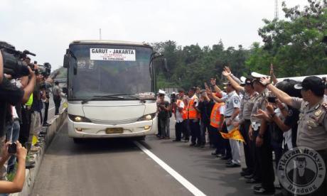 bus-jembatan-cisomang
