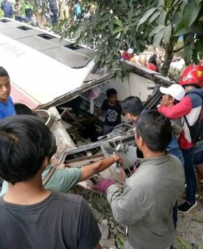 Bus Widia kecelakaan di Cijambe Subang (2)