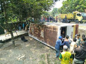 Bus Widia kecelakaan di Cijambe Subang (5)