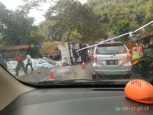 Kecelakaan Nagreg Truk Muatan Garam Satria FU (7)