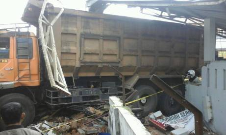 Kecelakaan Kamasan Banjaran 15 Maret 2018 dump truk karambol (4)