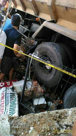 Kecelakaan Kamasan Banjaran 15 Maret 2018 dump truk karambol (7)