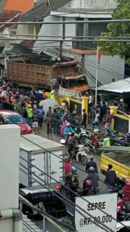 Kecelakaan Kamasan Banjaran 15 Maret 2018 dump truk karambol (8)
