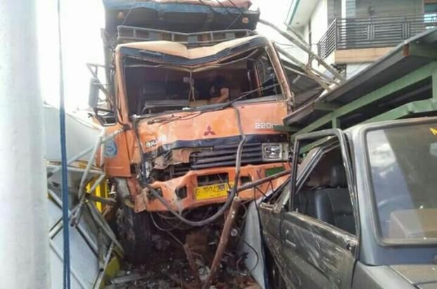 Kecelakaan Kamasan Banjaran 15 Maret 2018 dump truk karambol (9)