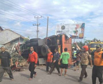 Kecelakaan Truk Karambol Brebes Paguyangan 20 Maret 2018