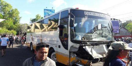 Kecelakaan Beruntun bus pariwisata bali gwk 13 april 2018 (2)