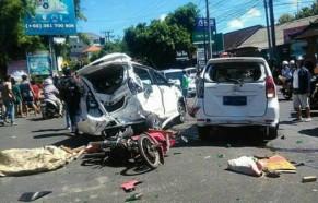 Kecelakaan Beruntun bus pariwisata bali gwk 13 april 2018