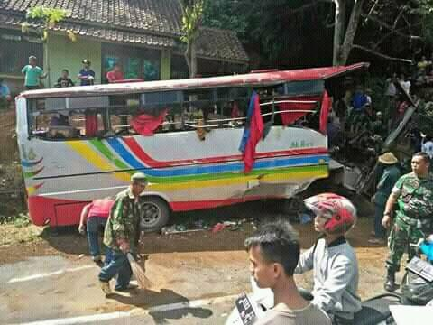 kecelakaan tanjakan cae wado sumedang 23 Juni 2018 (2)