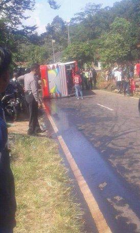 kecelakaan tanjakan cae wado sumedang 23 Juni 2018 (4)