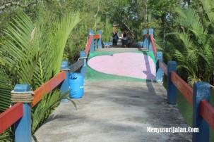 Hutan Mangrove Jembatan Cinta Batu Karas Pangandaran (2)