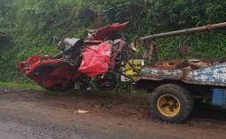evakuasi agya terhimpit truk kecelakaan gentong