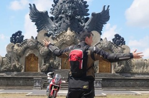 Mario Iroth Lilis Handayani Charity To Flores Bali (4)